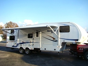 2011 North Trail 28BH Fifth Wheel by Heartland RV w/Rear Bunk Beds